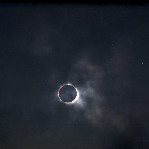 Total 4 512x512 - Total solar eclipse 1999.